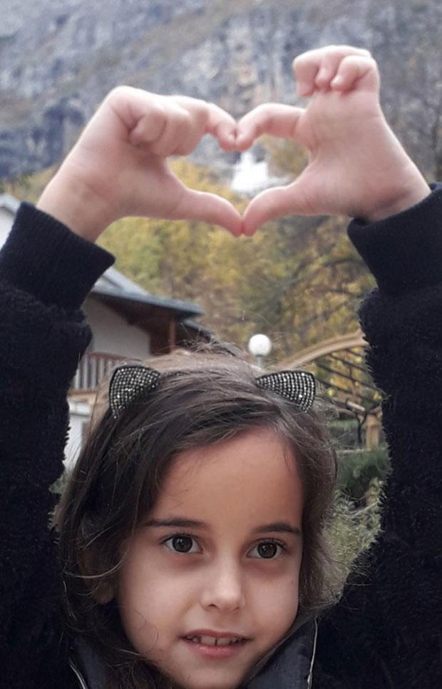 """Photo of """"TATA 'OĆE CRKVU DA NAM UKRADU"""": Kako je Una iz Podgorice postala simbol otpora za odbranu svetinja u Crnoj Gori"""