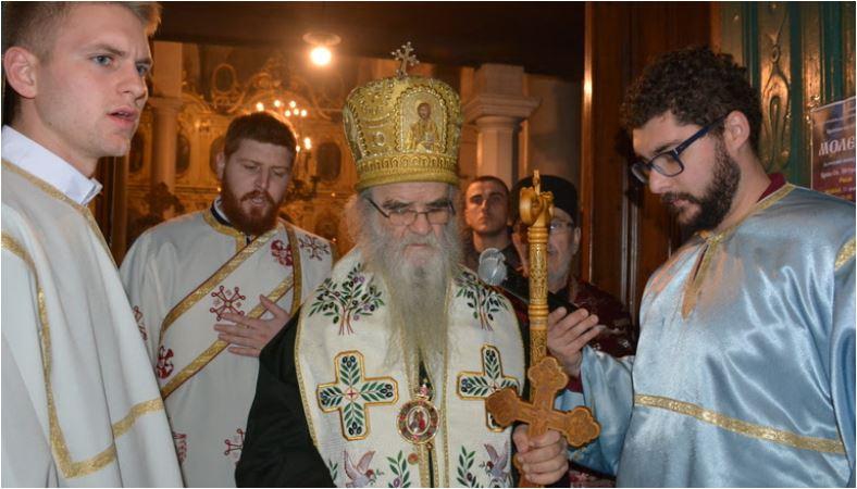 """Photo of AMFILOHIJE: """"Sve su razorili i opljačkali, ostalo je još da crkve Božje zauzmu i opljačkaju"""""""