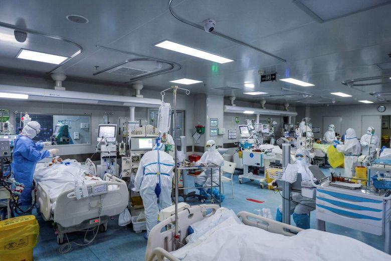Photo of AMERIČKI LJEKARI TVRDE DA OVO SPASAVA ŽIVOTE: Okreću teške pacijente na stomak, tako dobijaju više kiseonika