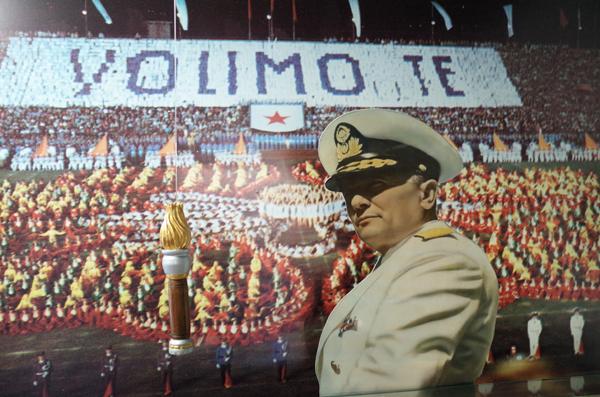 """Photo of DANAS JE DAN MLADOSTI: Ovaj dan je proslavljan SPEKTAKULARNIM sletom, a Titu su svi obećavali """"bratstvo i jedinstvo"""" (VIDEO)"""