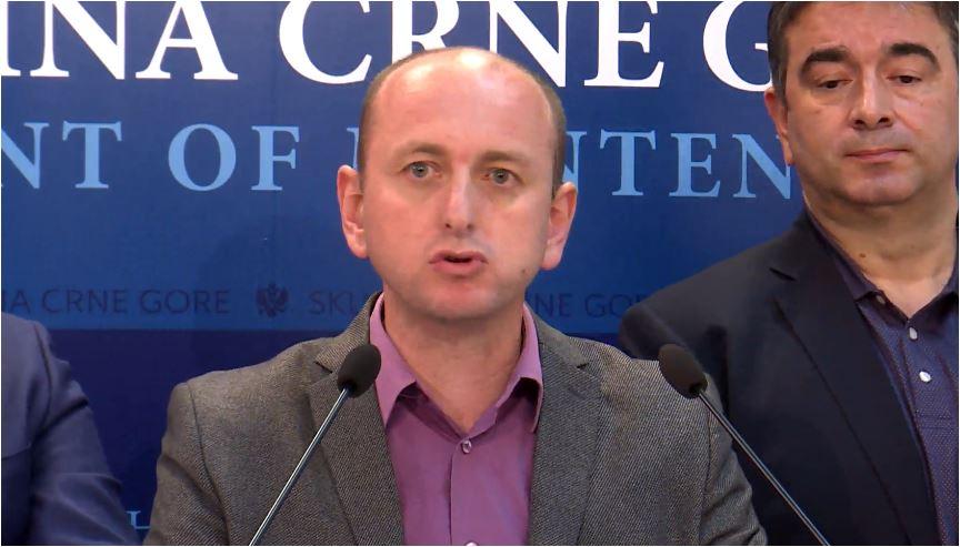 Photo of KNEŽEVIĆ: Nova Vlada od 3. decembra mora početi sa izvlačenjem krvavih noževa iz leđa Srbije