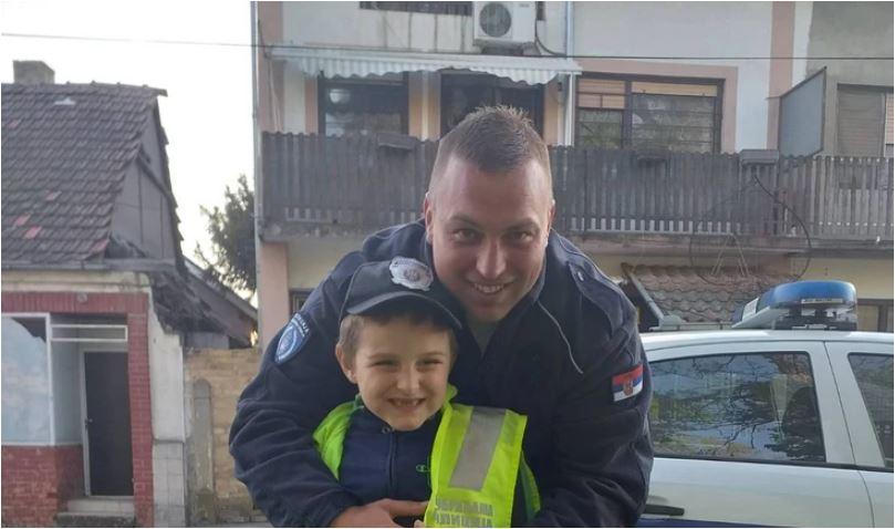 Photo of PRIČA O PRIJATELJSTVU IZ VANREDNOG STANJA: Kako su se upoznali i sprijateljili dječak sa autizmom i policajac