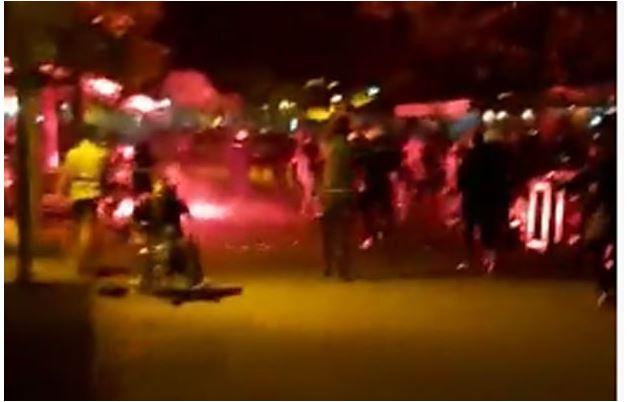 Photo of HAOS U NIKŠIĆU: Novinar spasavao invalida od suzavca (VIDEO)