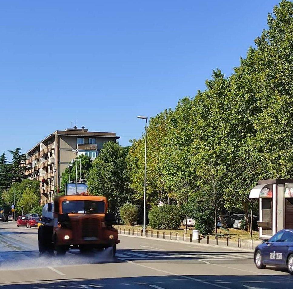 Photo of U CILJU SPRJEČAVANJA ŠIRENJA KORONAVIRUSA: Ekipe Čistoće svakodnevno dezinfikuju javne površine u Podgorici