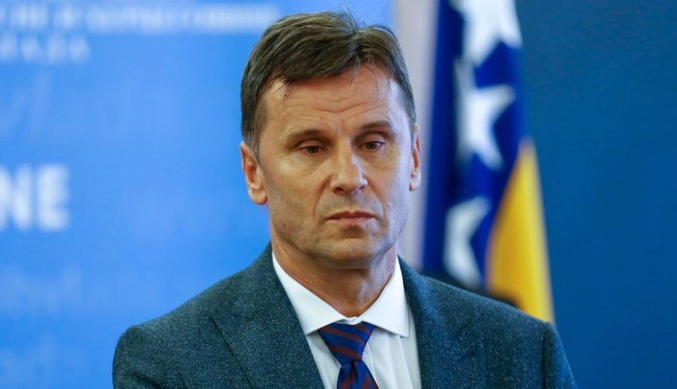 Photo of IMAO UPALU OBA PLUĆNA KRILA: Premijer BiH izliječen od koronavirusa