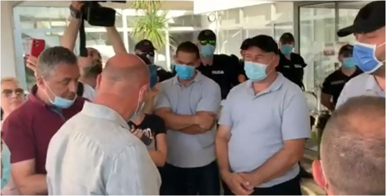 """Photo of DF BUDVA: """"DPS uručio OTKAZE za 12 inspektora, pa odmah PRIMIO svoje i povećao im platu"""""""