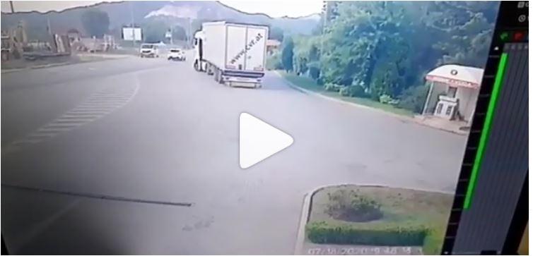 Photo of Brzina i neopreznost ODNOSE ŽIVOTE, molimo vas, ČUVAJTE SEBE I DRUGE! (UZNEMIRUJUĆI VIDEO)