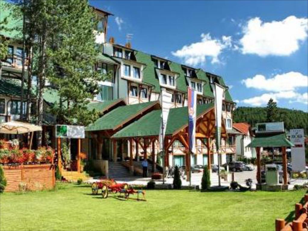Photo of HOTELI U SRBIJI KRCATI: Ne mogu u inostranstvo, ali su prepune domaće LUKSUZNE DESTINACIJE