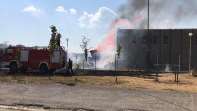 Photo of VATROGASCI NA TERENU: Požar u dvorištu starog vojnog magacina u Nikšiću