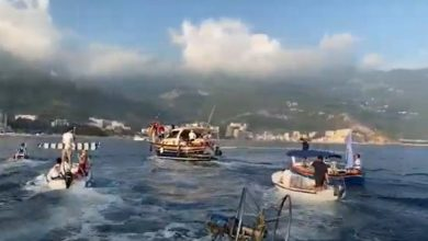 Photo of VELIKA LITIJA NA MORU: Budva brani svetinje čamcima i barkama, na čelu kolone Bato Carević (VIDEO)