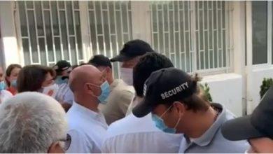 Photo of ZAMALO INCIDENT ISPRED BUDVANSKE OPŠTINE: Džakovića pustili u zgradu, rampa Careviću i Radoviću (VIDEO)