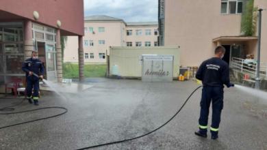 Photo of BERANE: Površine oko Doma zdravlja i bolnice oprane i dezinfikovane