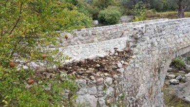Photo of STIJENA SE OBRUŠILA NA MOST KOD BARA: Kamen od tone se survao na prelaz preko Suvog potoka