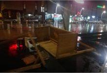Photo of (FOTO) U PODGORICI NEVRIJEME NAPRAVILO HAOS: Polomljeni štandovi za prodaju udžbenika, Trg pod vodom (FOTO)