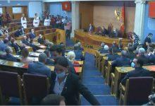 Photo of IZMJENE U PARLAMENTU: U Skupštini pljušte ostavke, nove tek predstoje
