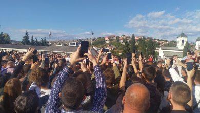 Photo of PODGORICA: Hiljade građana dočekalo zemne ostatke Mitropolita Amfilohija ispred Sabornog Hrama (FOTO)