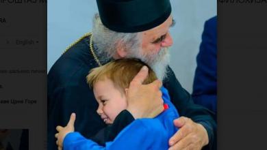 """Photo of """"ĐEDO MOJ, SADA SA NEBA VIDIŠ KOLIKO TE VOLI CG"""": Oproštaj Marka Milačića od Amfilohija"""