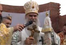 Photo of TRENUTAK KADA JE AMFILOHIJE PLAKAO: Pogledajte kako je mitropolit saopštio da je preminuo patrijarh Pavle (VIDEO)
