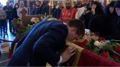 Photo of Bečić položio vijenac na odru mitropolita Amfilohija