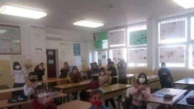 """Photo of """"Podsticala đake da oponašaju orla sa albanske zastave"""": Šehović da reaguje zbog zloupotrebe djece u Ulcinju"""