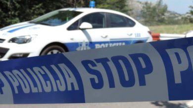 Photo of AUTOMOBIL ZAVRŠIO NA KROVU: Kod Kliničkog centra sudar dva vozila