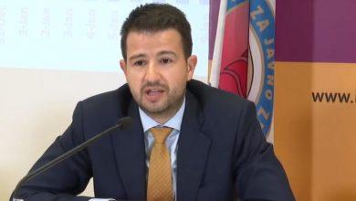 """Photo of """"ZAMIŠLJEN, ČITAM HRPU DOKUMENATA…"""" Milatović obavijestio građane da prokišnjava krov zgrade Ministarstva"""
